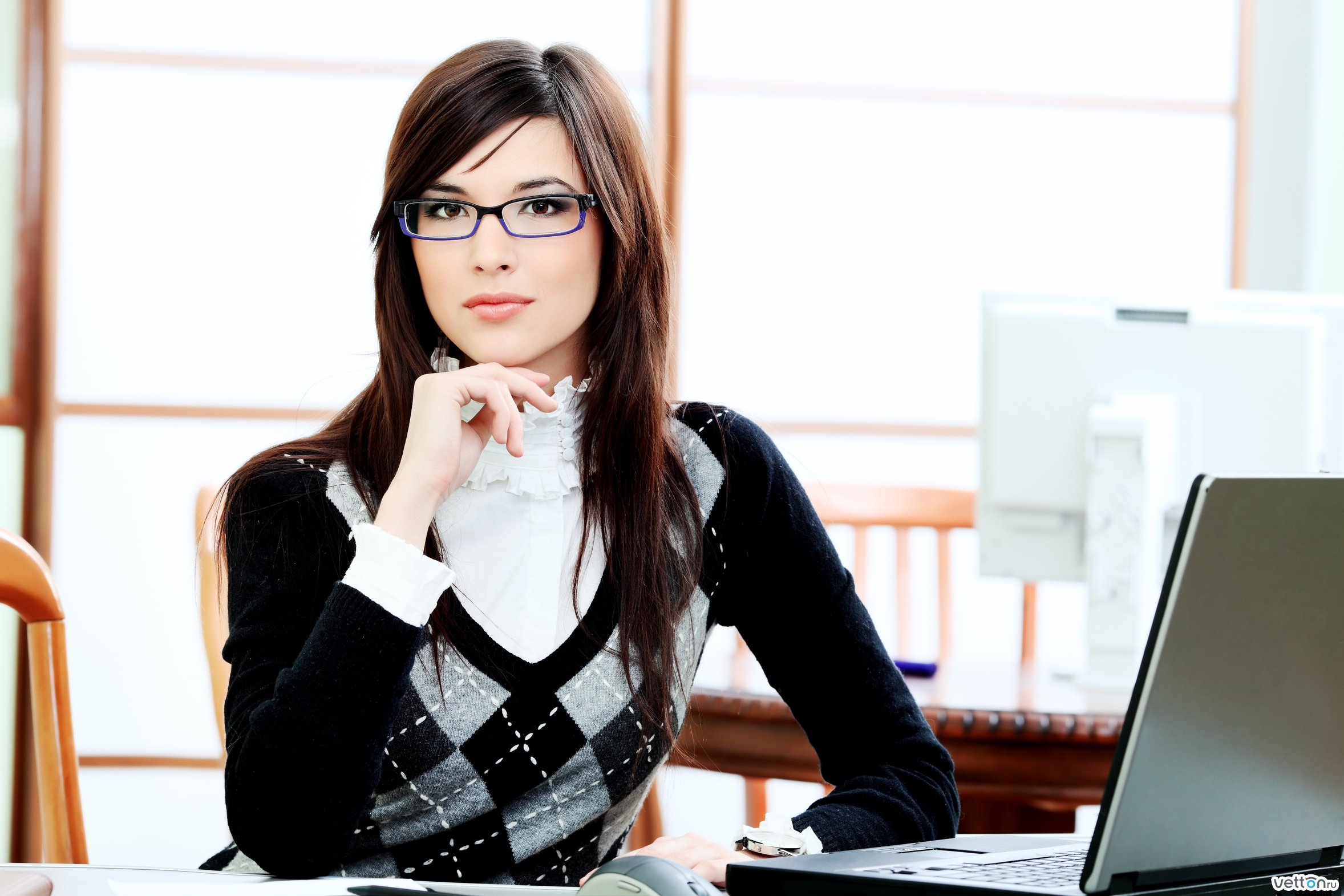 Фото бизнес леди с дипломатом 3 фотография