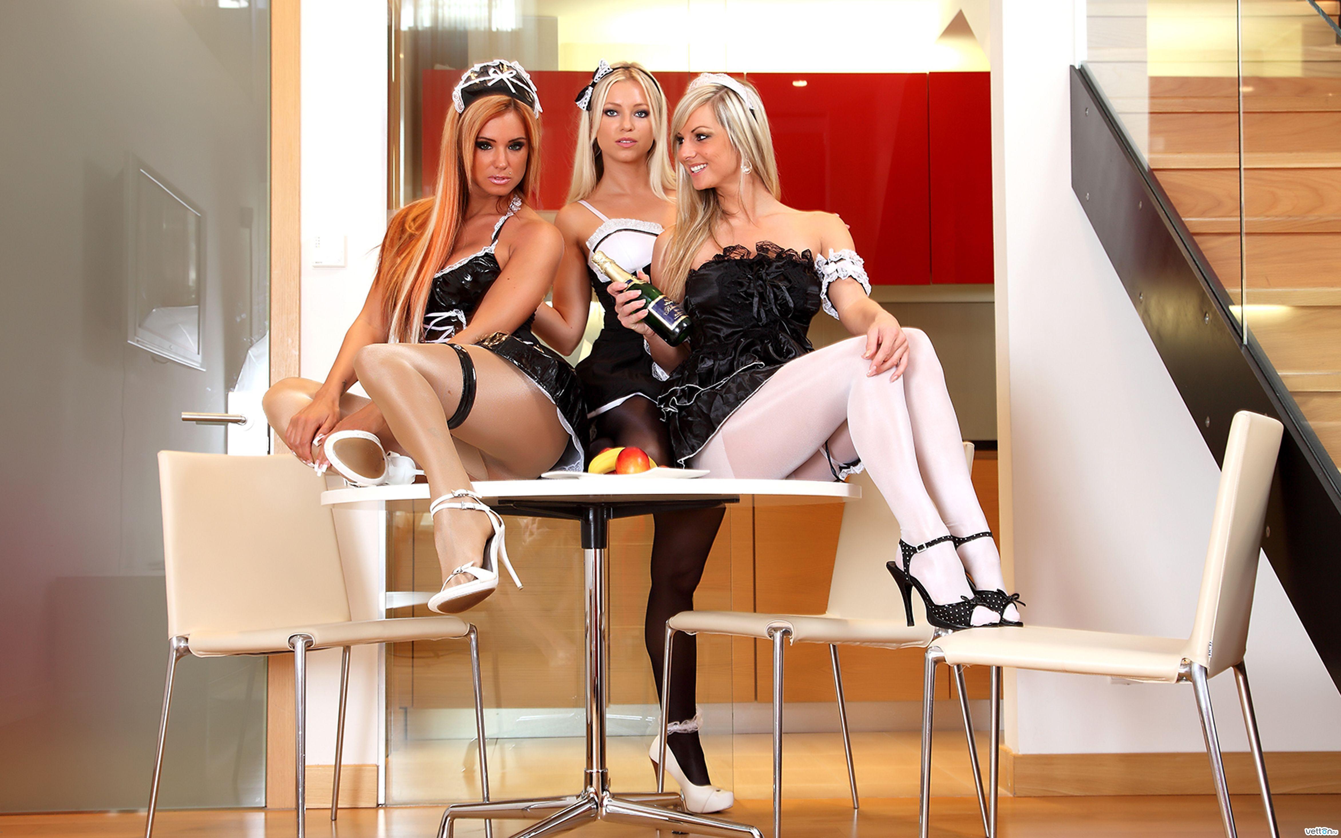 Сексуальные горничные на раб стол 23 фотография