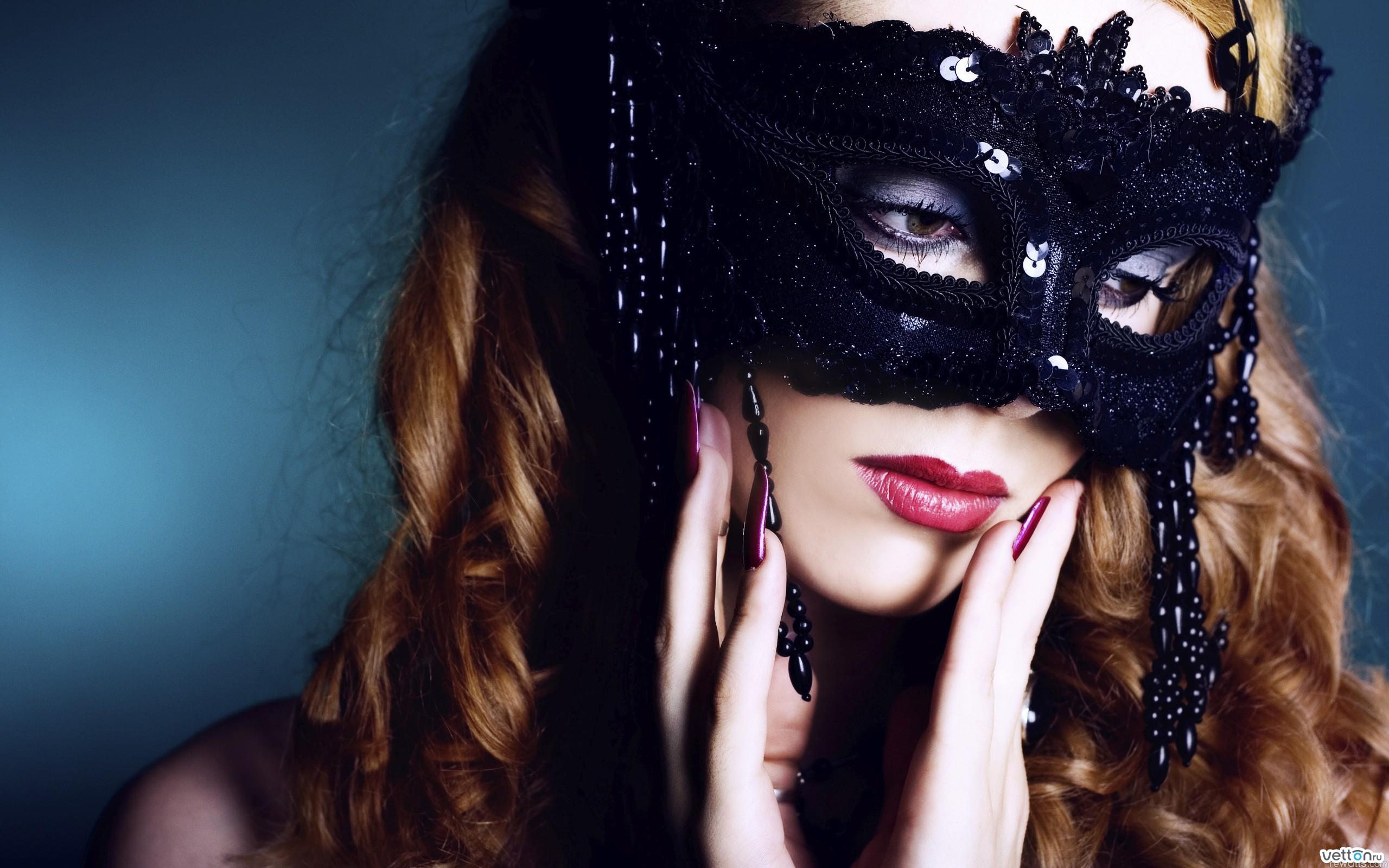 Красивые фото девушки в маске
