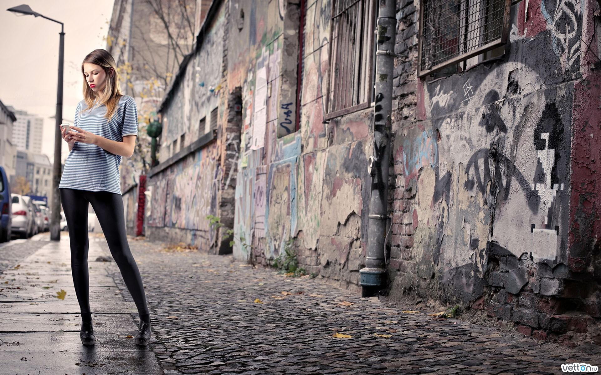 Фото девушек на улицах города 13 фотография