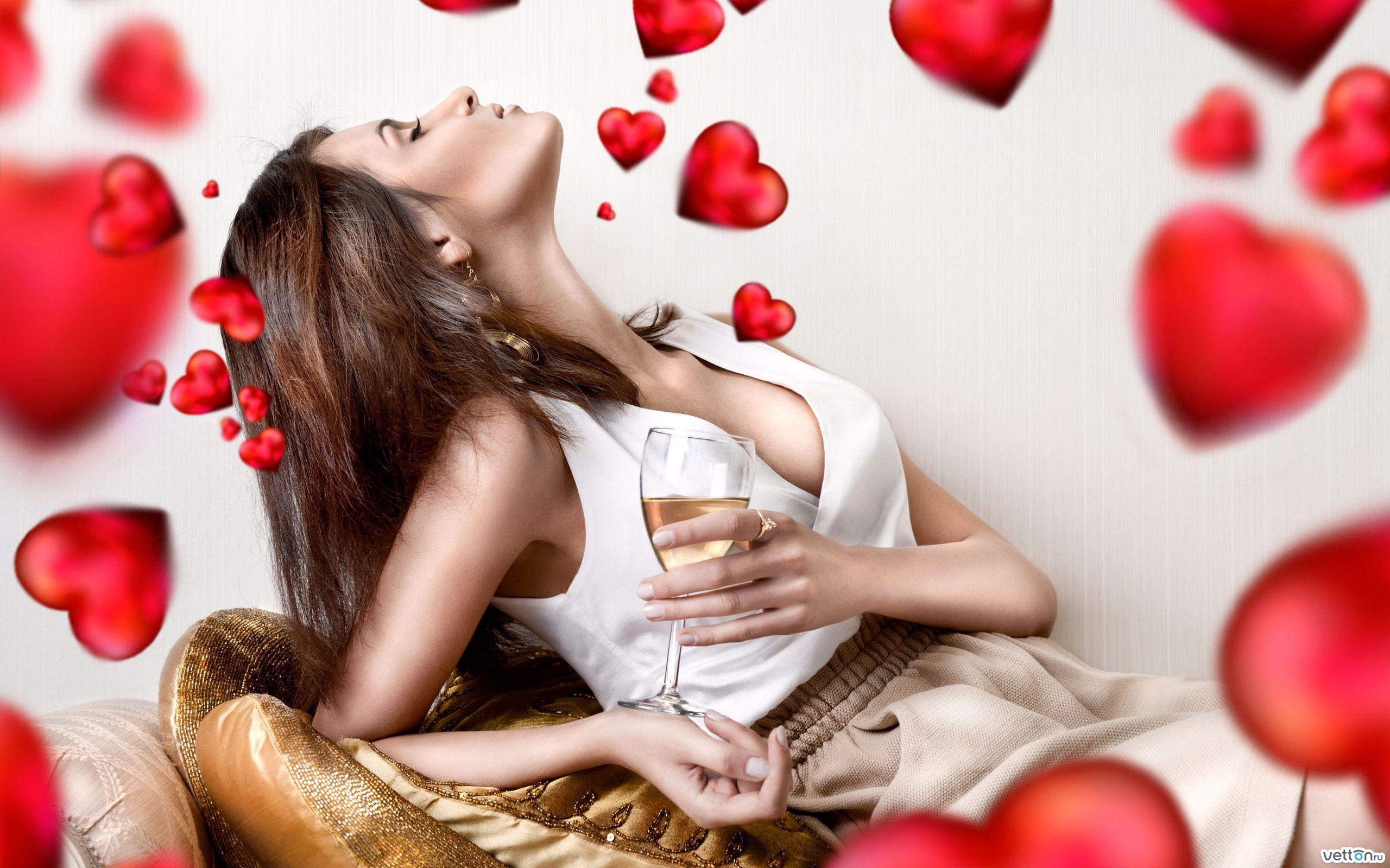 Признаки девушка влюблена 8 фотография