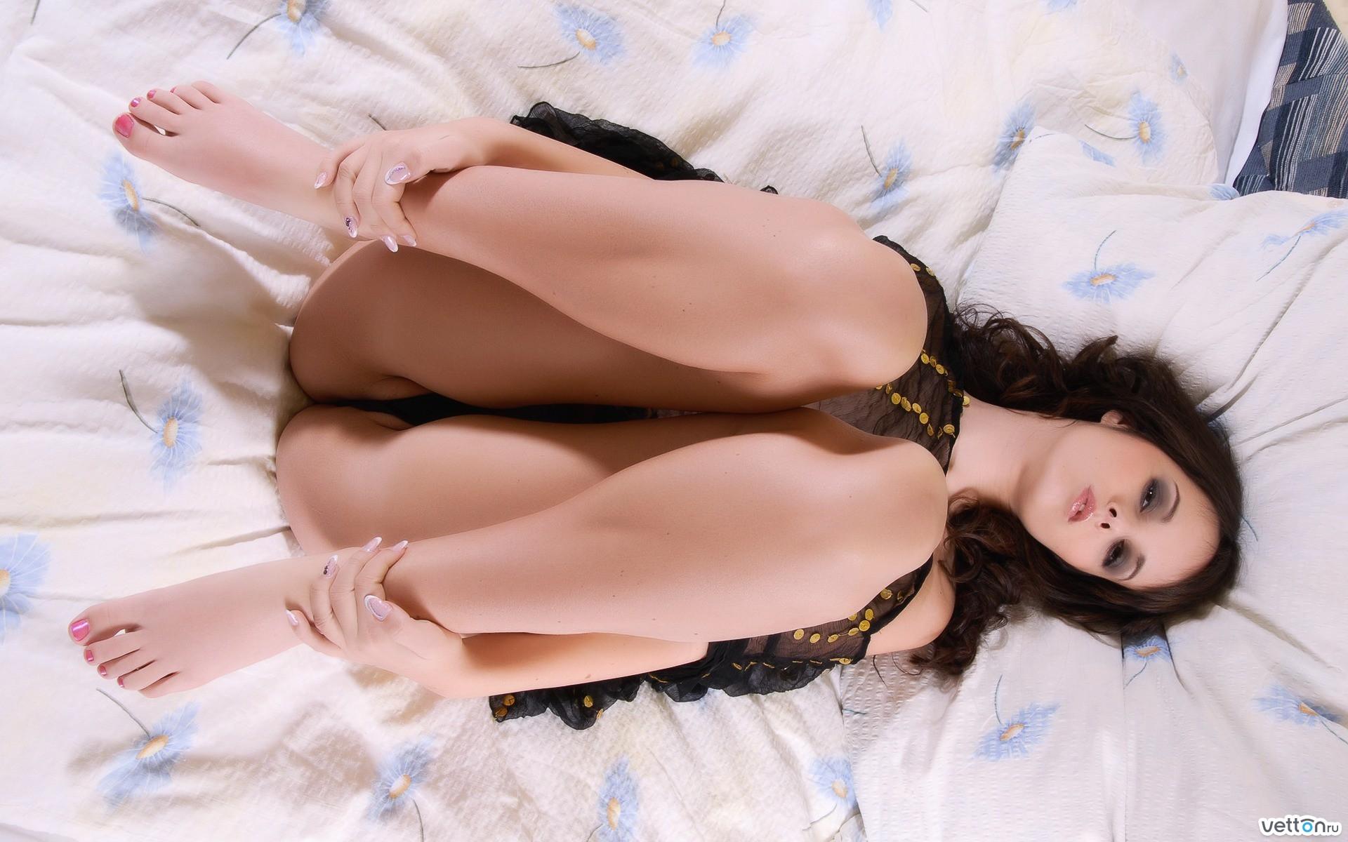 Сексуальные девушки в красивых позах 15 фотография
