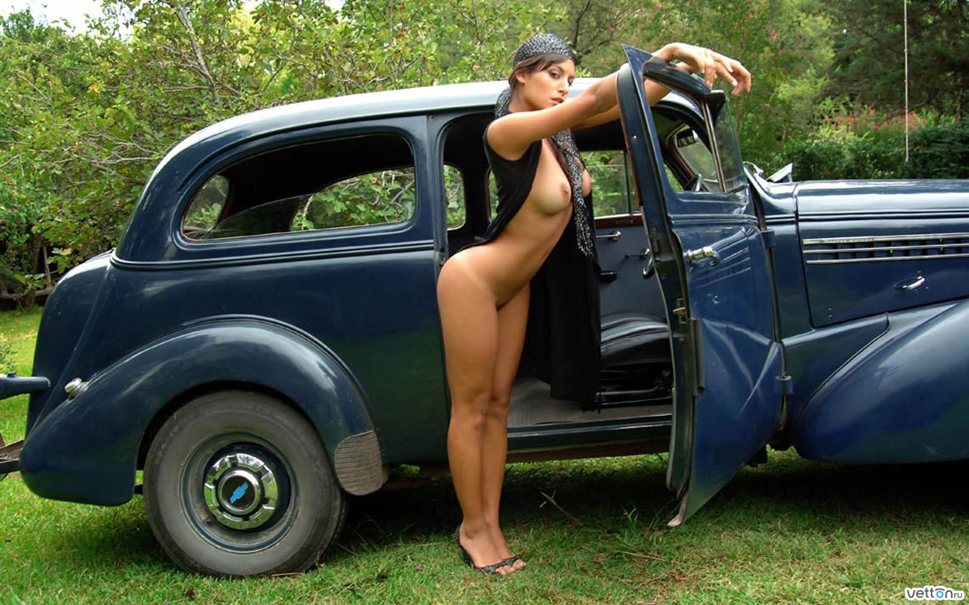 Эротика девушка и машина 6 фотография