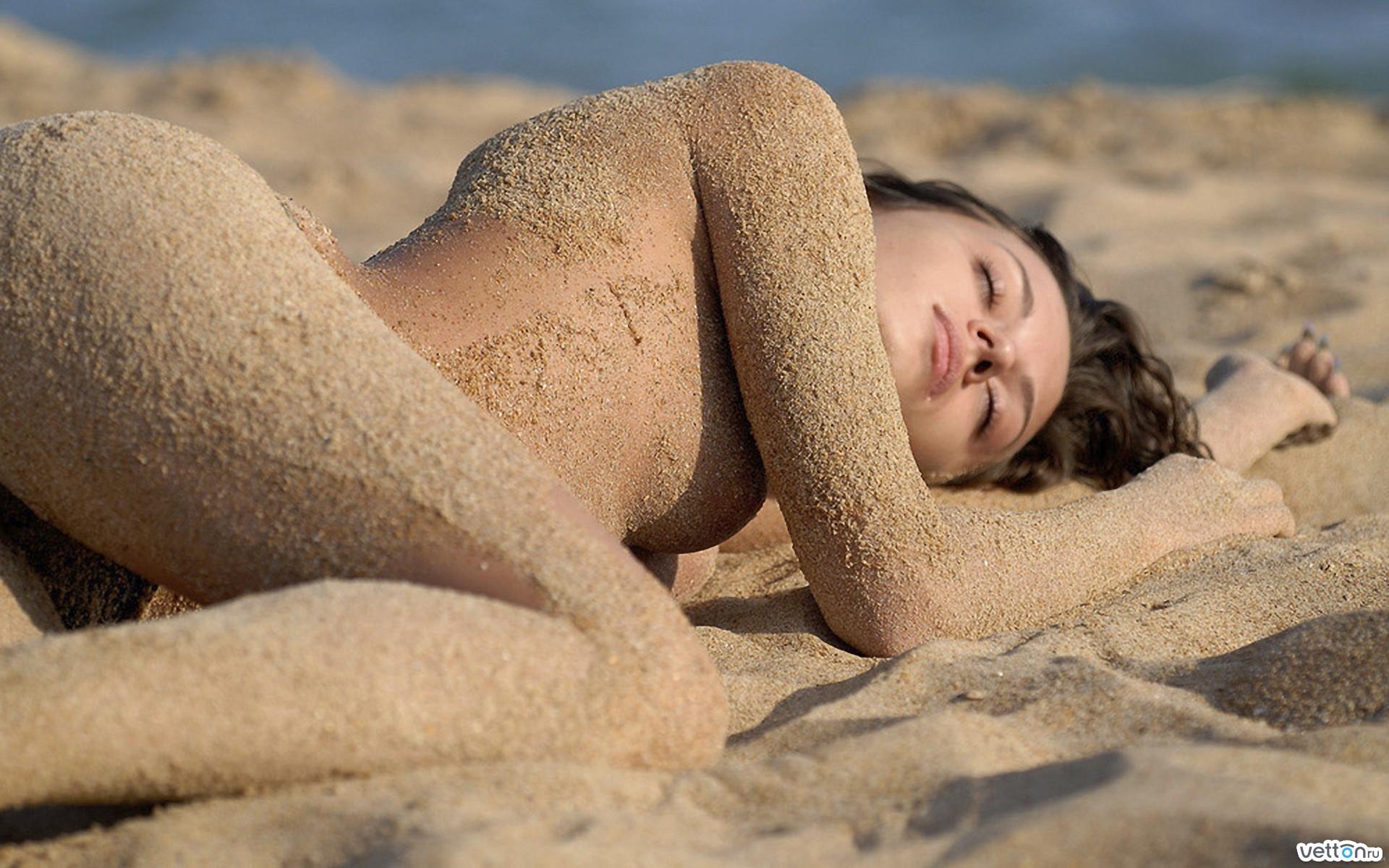 Фото голых парней с пісками 24 фотография