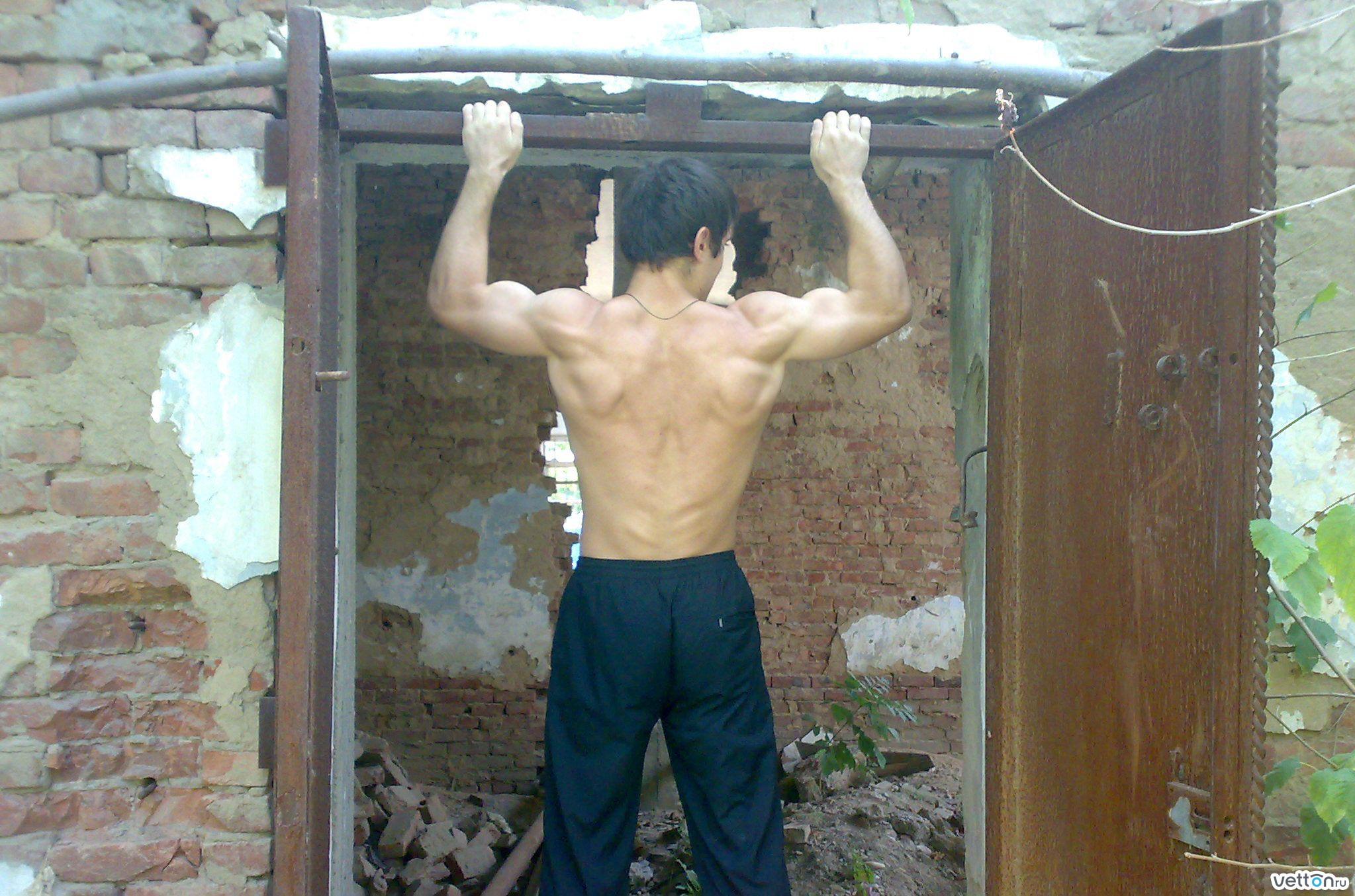 фото мужчины со спины 600 на 600 пикселей