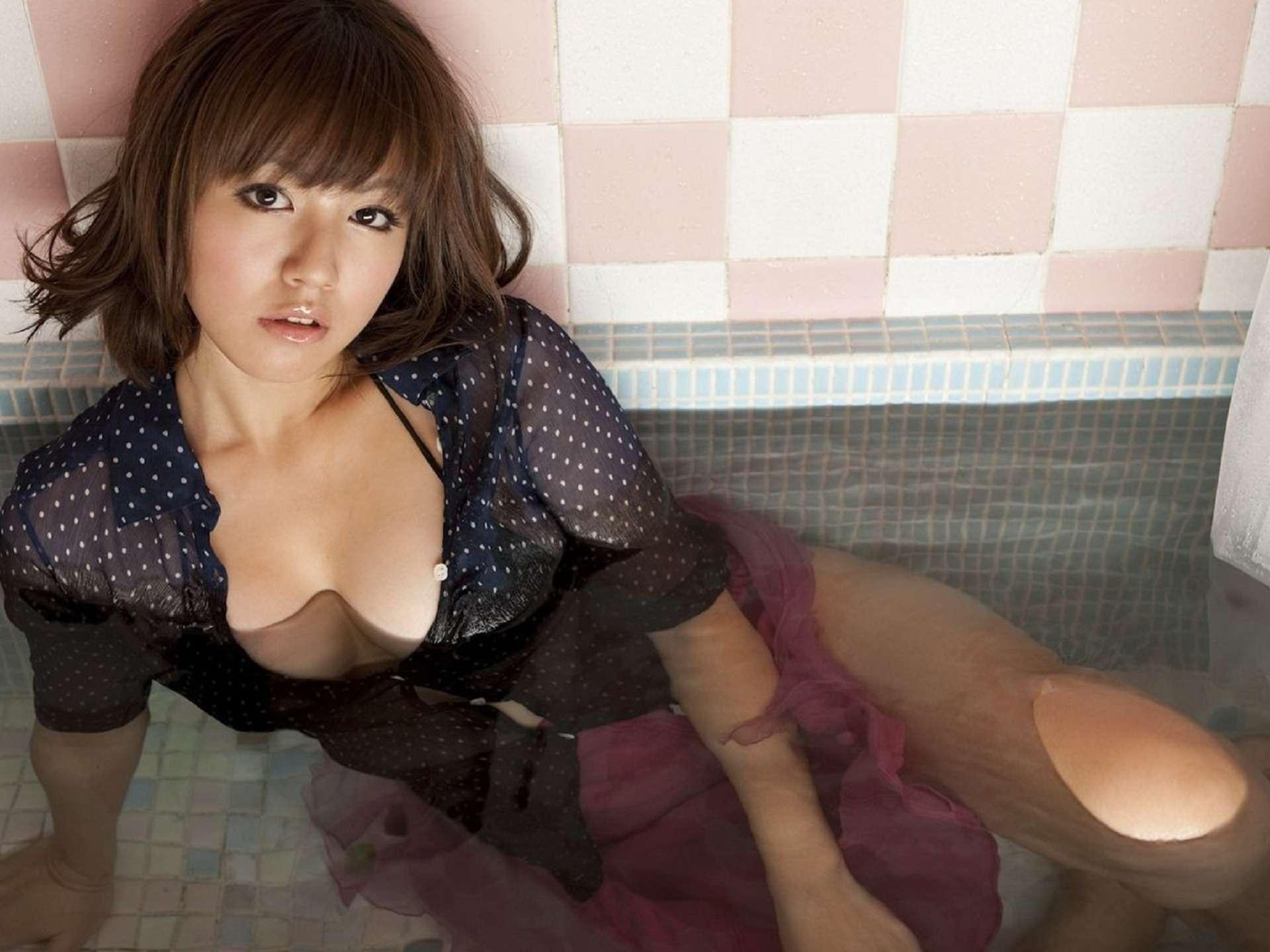Японки под водой 8 фотография
