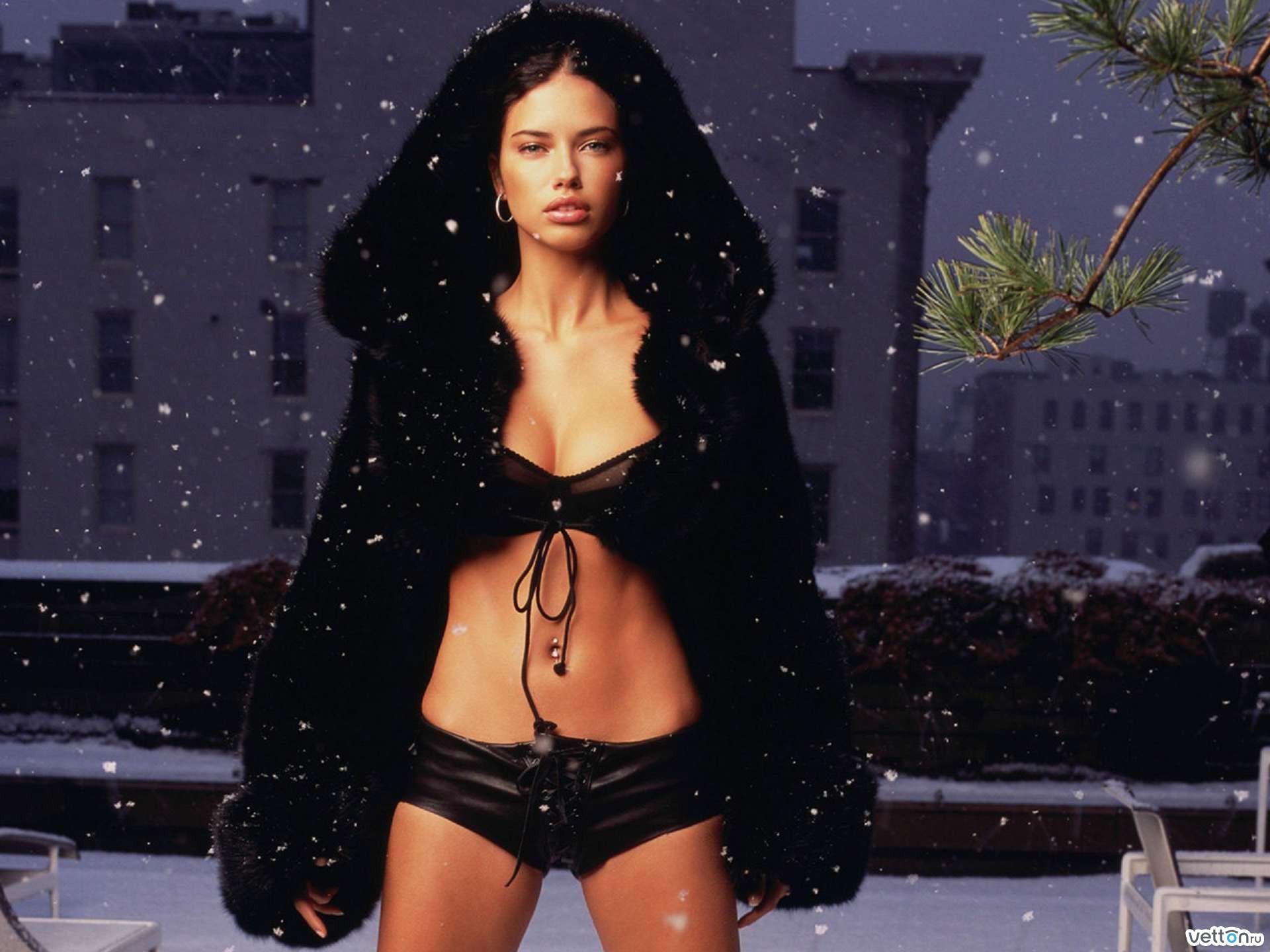 Смотреть фотки девушек голых в снегу 7 фотография