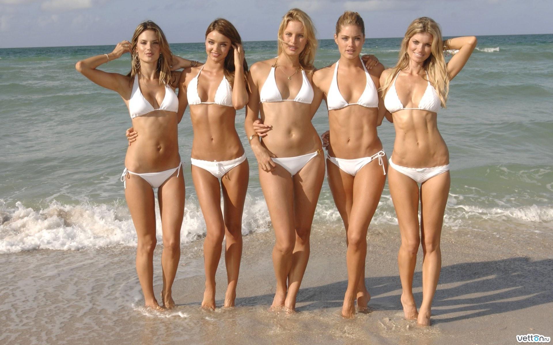 Фото девушек без всей одежды 9 фотография