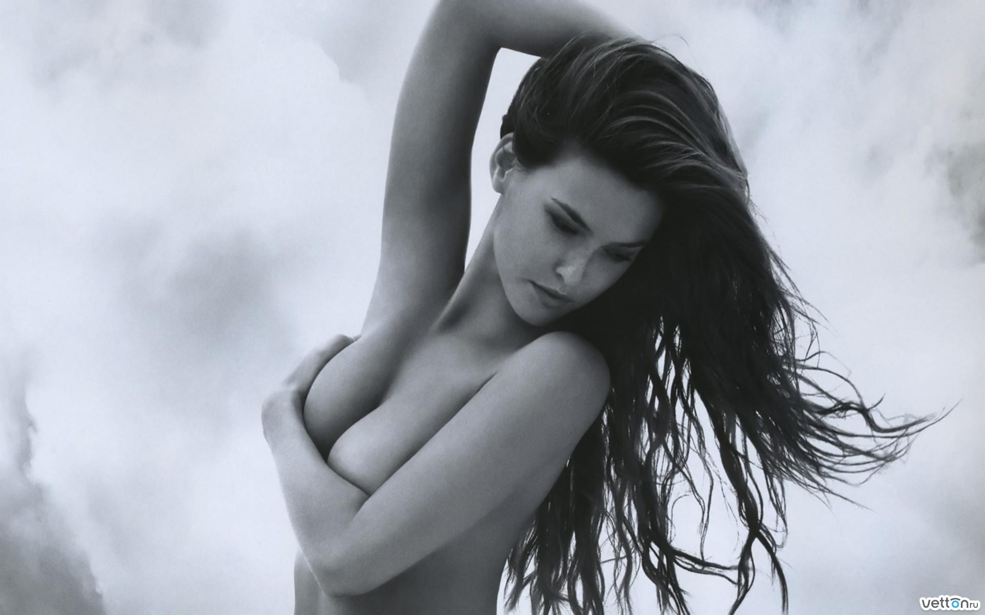 Фотографии с прикрытой грудью 8 фотография