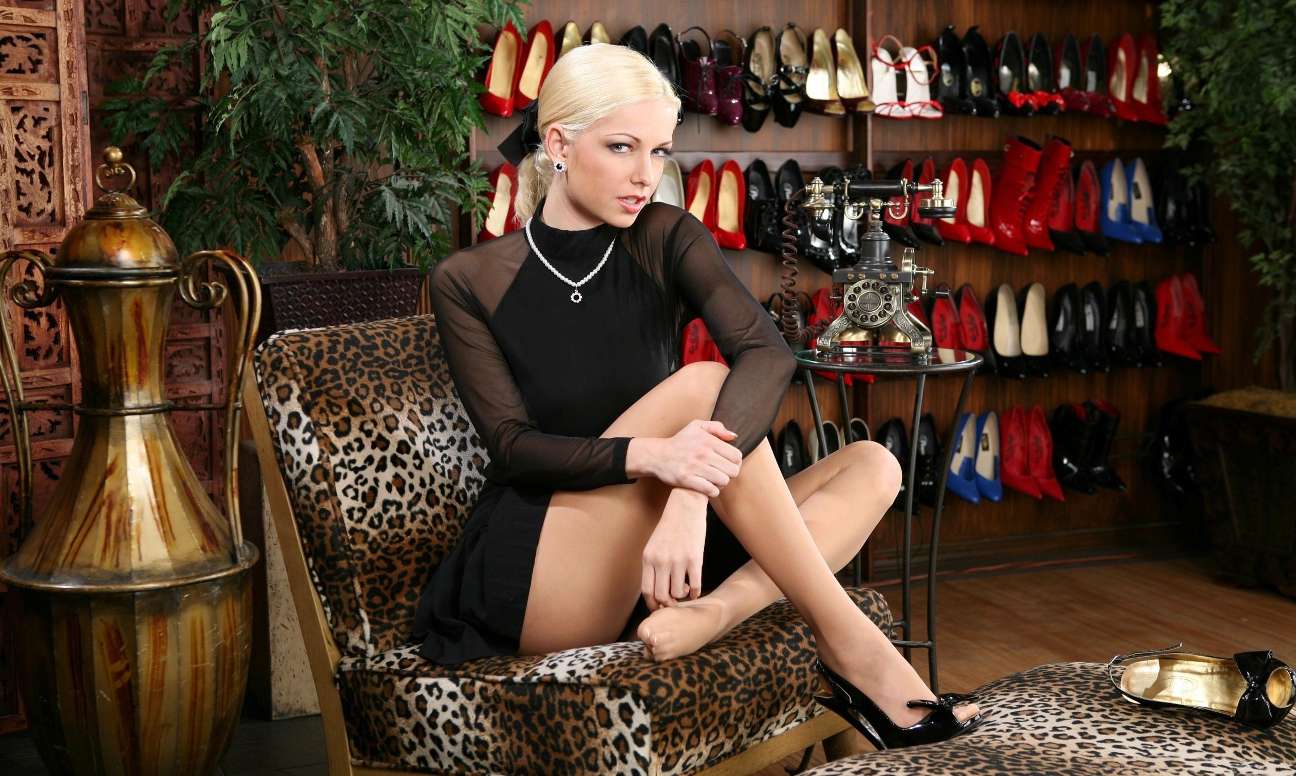 Фото блондинок в кресле 14 фотография